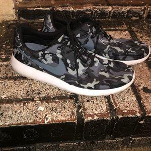 Men's camouflage Nikes!